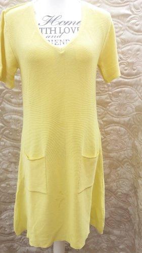 Kleid Mexx,  100% Baumwolle  Kleid in Gelb 45 Euro habe NP 70,00 € bezahlt Das Kleid ist elegant,auch bequem . Das einfarbige Kleid ist mit einem klassischen Rundhals und kurzen Ärmeln ausgestattet. Dank des Designs ohne Reißverschluss lässt es sich probl