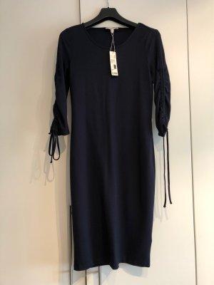 Kleid mit 3/4 Ärmel und Kordeln
