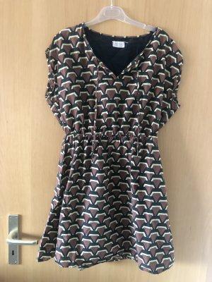 Kleid mit abstrakten Muster von Nümph