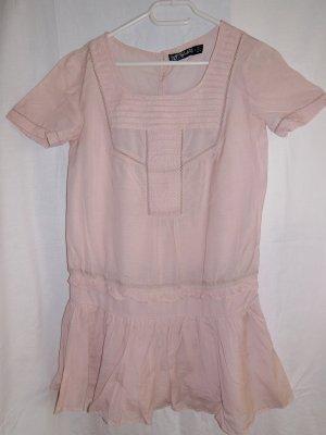 Kleid mit Ärmeln und Spitze
