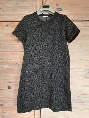 Kleid mit asymmetrischem Muster