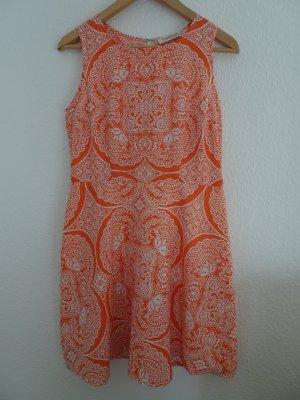 Kleid mit ausgefallenem Blütenmuster