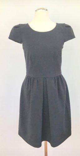 Kleid mit ausgestelltem Rock und kleinen Ärmelchen von Pinko