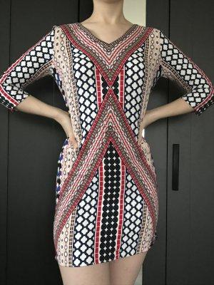 Kleid mit außergewöhnlichem Muster