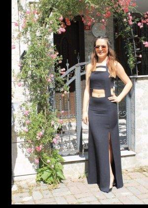 Kleid mit aussparungen