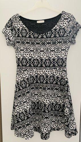 Kleid mit Aztekenmuster