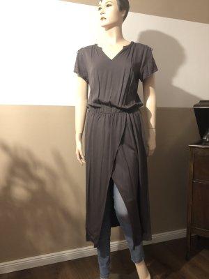 Kleid mit Beinschlitz
