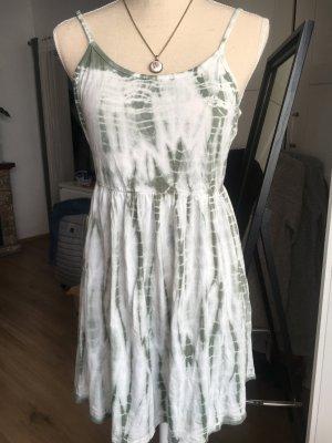 Kleid mit besonderem Rückenteil