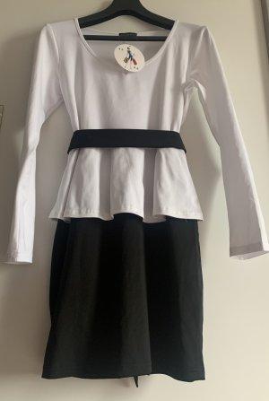 Sukienka z baskinką czarny-biały