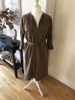 Kleid mit Bindegürtel, schlichter Schnitt, sehr schöner Stoff