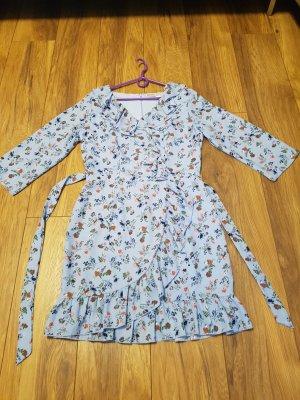 Kleid mit Blümchen