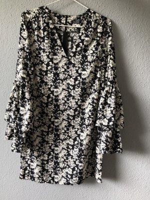 Kleid mit Blümchenprint und Volantärmeln