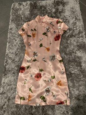 Kleid mit Blumendruck China - Look