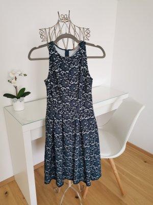 Kleid mit Blumenmuster aus Spitze