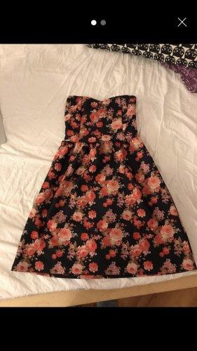 Kleid mit Blumenmuster ohne Träger, Pull&Bear (S)