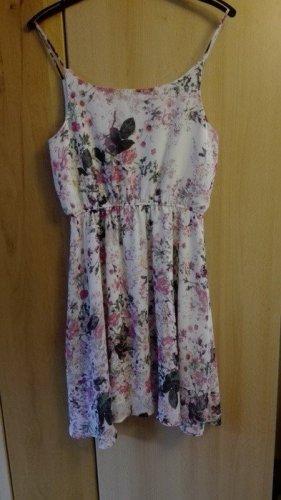 Kleid mit Blumenmuster von Gina Tricot