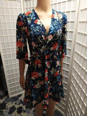 Kleid mit Blumenmuster Wickelkleid Mango S