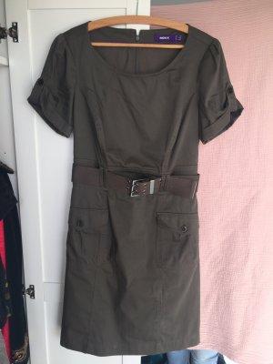 Kleid mit breitem Gürtel von Mexx
