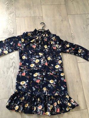 Kleid mit Bund