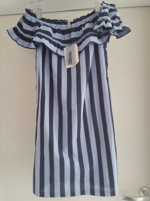 Kleid mit Carmen Ausschnitt und Rüschen mit Längs Streifen in Gr. M von Stradivarius
