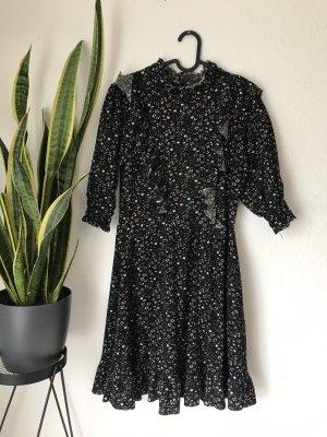 Kleid mit Details ☺️