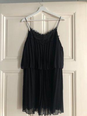 Kleid mit Etikett