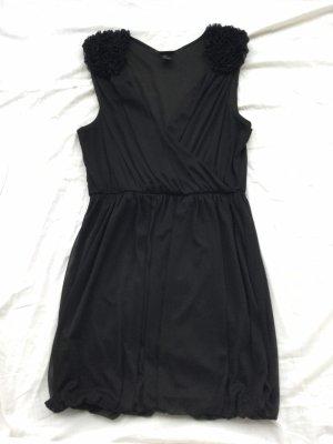 Kleid mit extravaganter Schulter Partie, außergewöhnlich