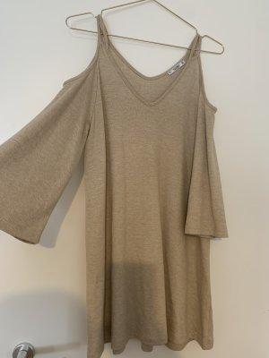 Kleid mit fließenden Ärmeln