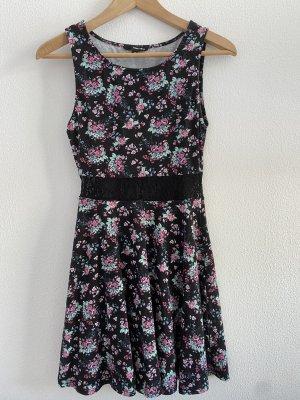 Kleid mit floralem Muster und Spitzendetail