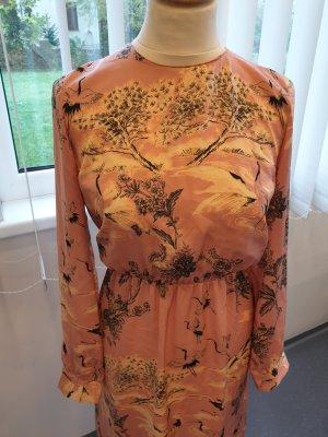 Kleid mit floralen Muster von Zara