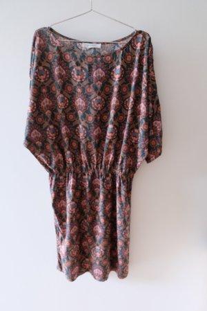 Kleid mit Glitzersprenkeln