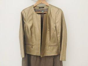 Kleid mit goldenem Blazer