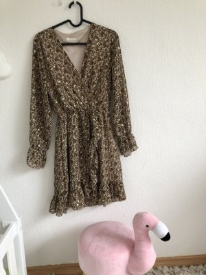 Kleid mit goldenen Punkten und Rüschen