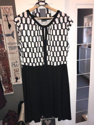 Sukienka o kroju koszulki czarny-biały