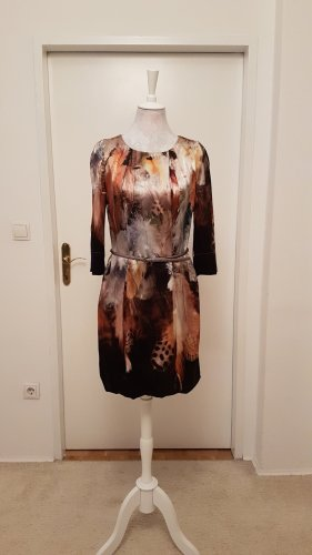 Kleid mit Gürtel & Kellerfalten