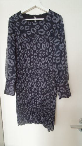 Kleid mit Kiss Print von Luisa Cerano