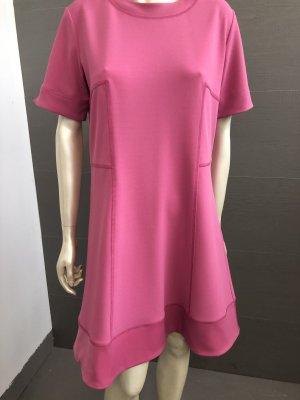 Kleid mit kleinem Arm