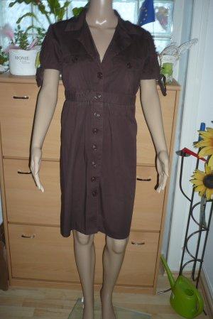 Kleid mit Knöpfen und Taschen von SUPRE