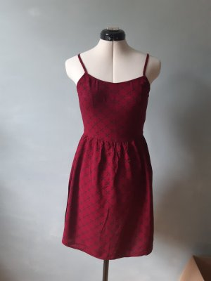 Kleid mit Kreuzmuster