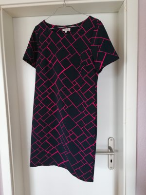 Kleid mit kurzem Arm