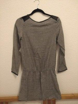 Kleid mit Lederschultern