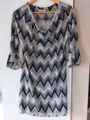 Kleid mit leichtem Wasserfallkragen