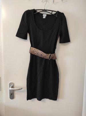 Kleid mit Leogürtel