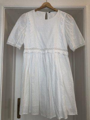 Kleid mit Lochstickerei von Zara