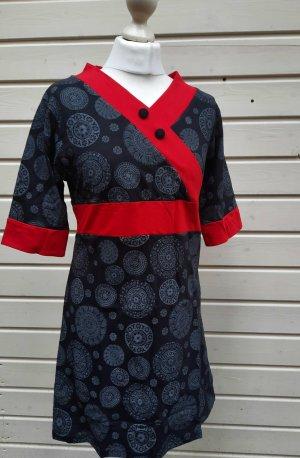 Kleid mit Mandalamuster