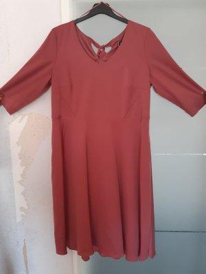 Kleid mit Materialmisch rot Gr. 46 von Sheego