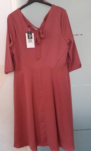 Kleid mit Materialmisch rot Gr. 48 von Sheego
