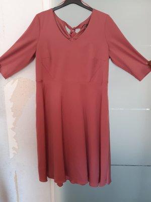 Kleid mit Materialmisch rot Gr. 52 von Sheego