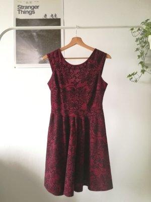Kleid mit Mustern