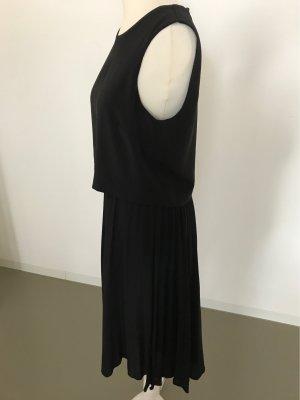 Kleid mit plissiertem Rock